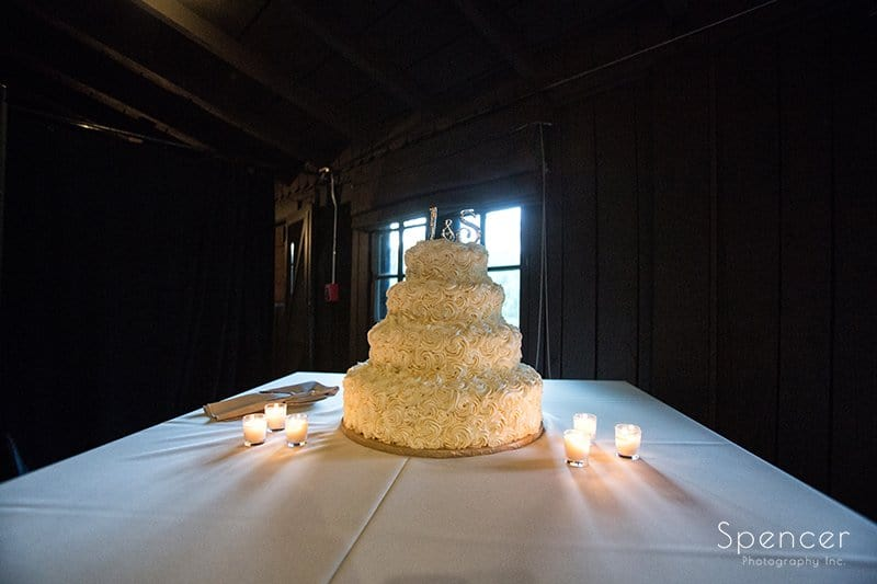 wedding cake at Happy Days Lodge reception