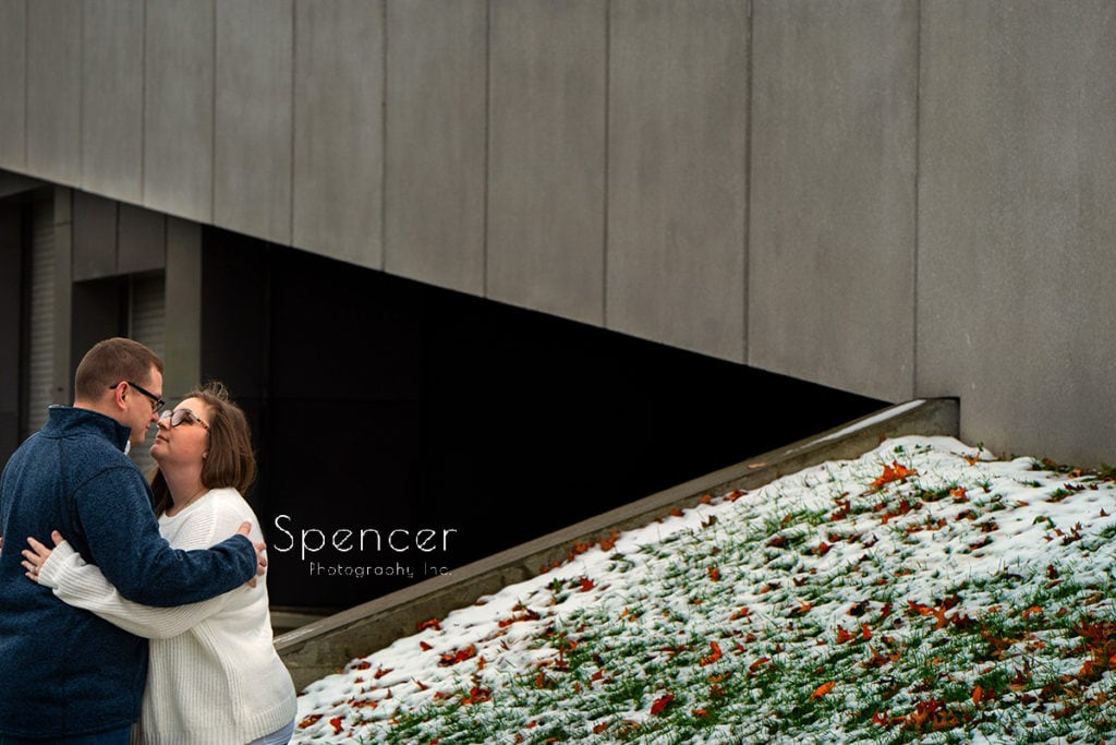 couple hugging in creative engagement picture at Cleveland Museum of Art