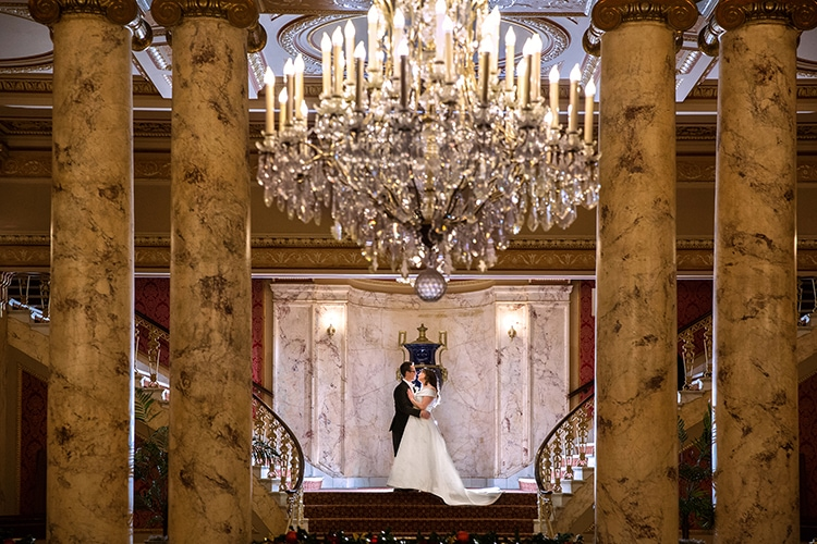 bride and groom kissing at Playhouse Square