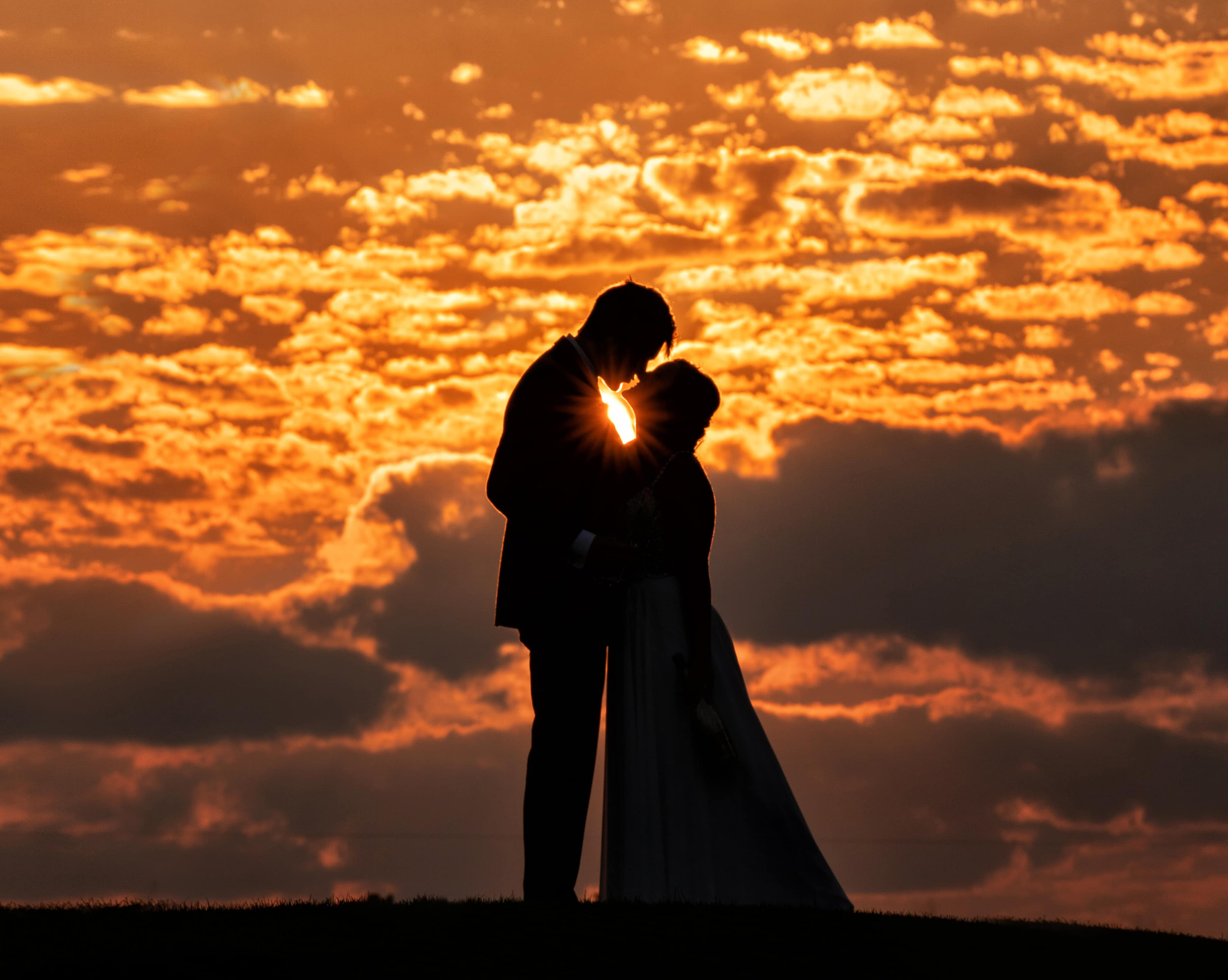 Sunset wedding picture in Cleveland