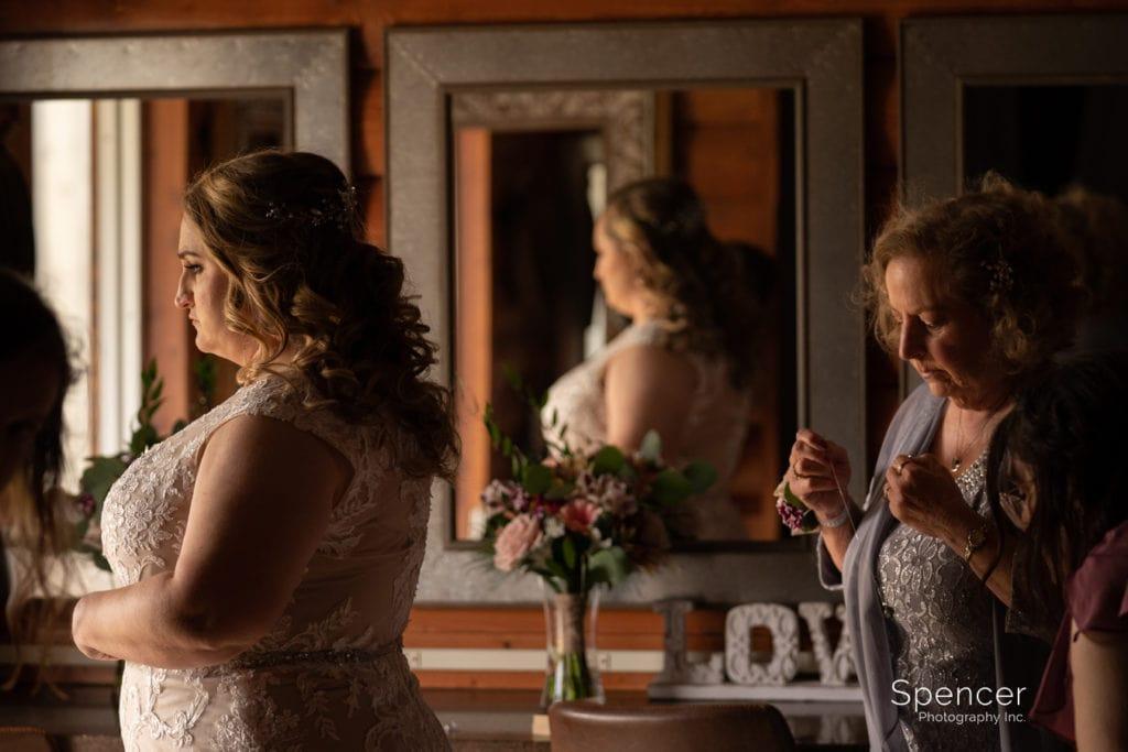 mom helping bride