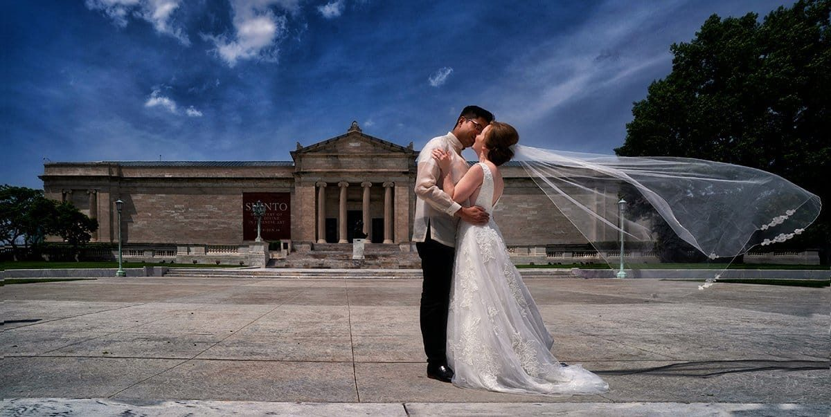 Bride and groom kissing at Cleveland Museum of Art